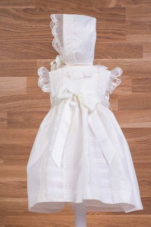Vestido Jacquard con encajes y capota Ref. 34469