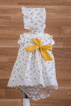 Jesusito de bebé en plumeti con estampado de flores
